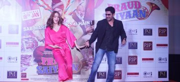 "Mumbai: Actors Arshad Warsi and Elli AvRam perform at the launch of ""Chamma Chamma"" - song from upcoming film ""Fraud Saiyyan"" in Mumbai on Dec 14, 2018. (Photo: IANS)"