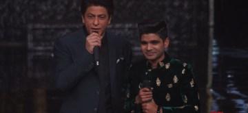 "Mumbai: Actor Shah Rukh Khan on the sets of Indian Idol Season 10 to promote his upcoming film ""Zero""  in Mumbai on Dec 18, 2018. (Photo: IANS)"