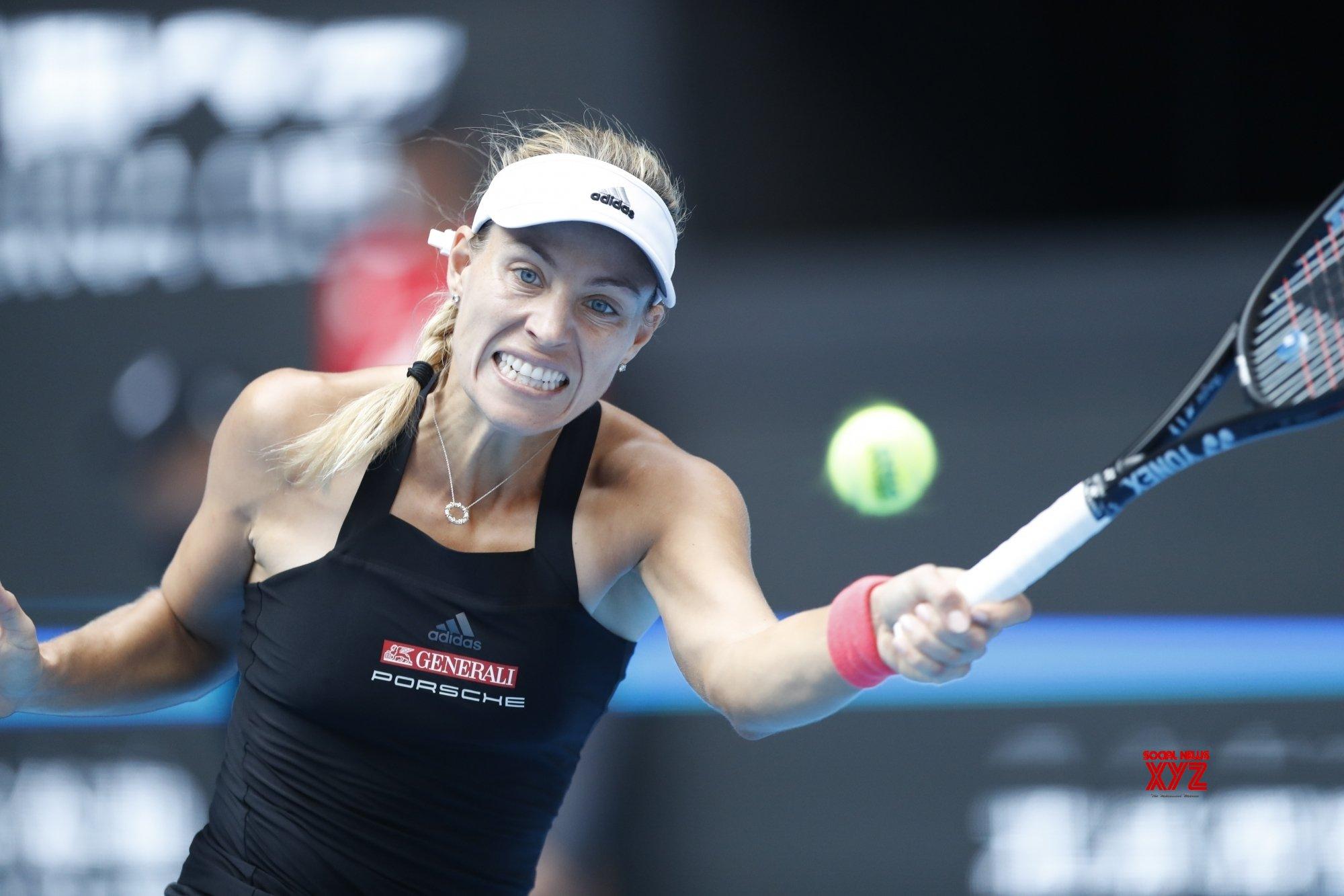 Kerber downs Hercog 6-2, 6-2 in round 1 of Australian Open