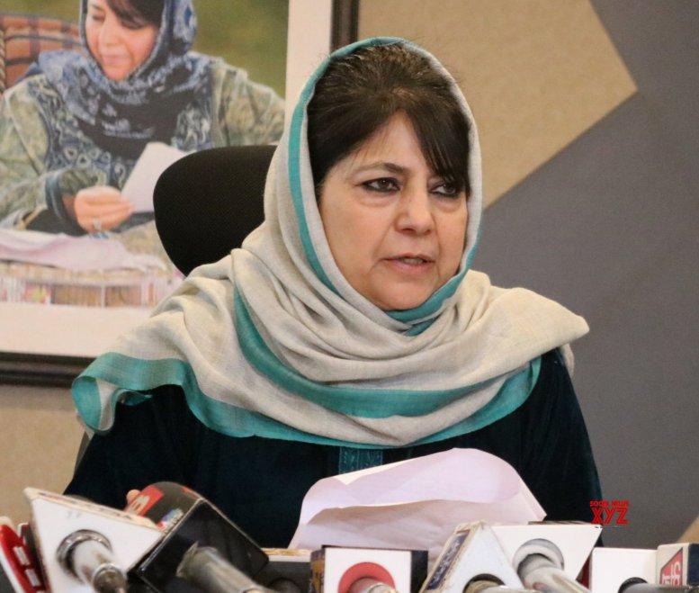 7 injured in protests; Mehbooba, Mirwaiz condemn use of force