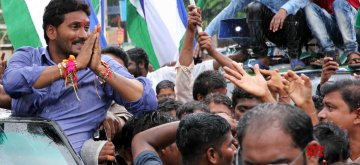 Nandyal (Andhra Pradesh): YSR Congress chief Jaganmohan Reddy during an election campaign ahead of bypolls to Nandyal assembly constituency in Nandyal, Andhra Pradesh on Aug 20, 2017. (Photo: IANS)
