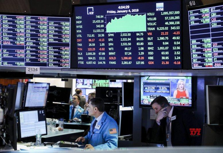 US stocks extend rally despite retail weakness