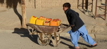 (190123) -- KANDAHAR, Jan. 23, 2019 (Xinhua) -- An Afghan boy pushes a hand cart to get water from a public water pump in Kandahar city, capital of Kandahar province, southern Afghanistan, Jan. 22, 2019. (Xinhua/Sanaullah Seiam)
