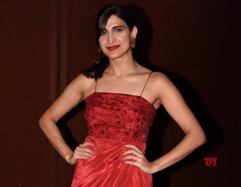 Filmmakers scared to make women look different: Aahana Kumra