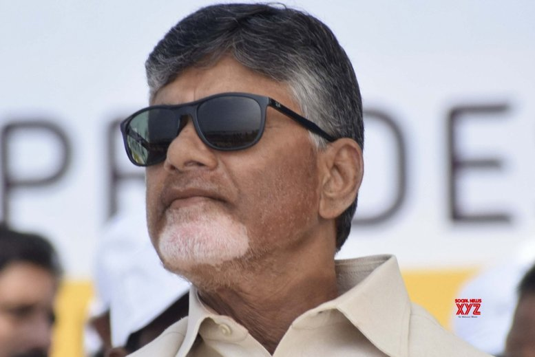 Andhra CM sits on fast in Delhi for special status