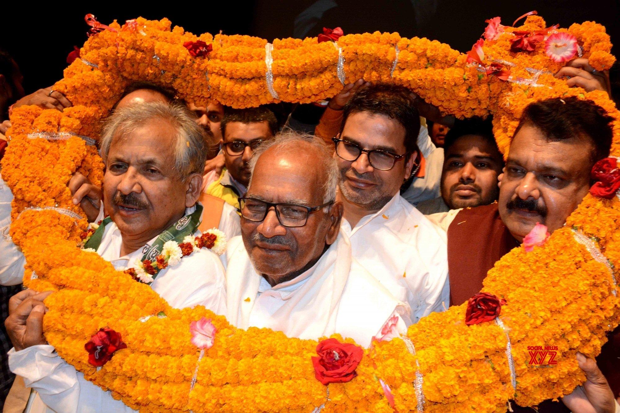 Patna: Former Congress leader joins JD(U) #Gallery