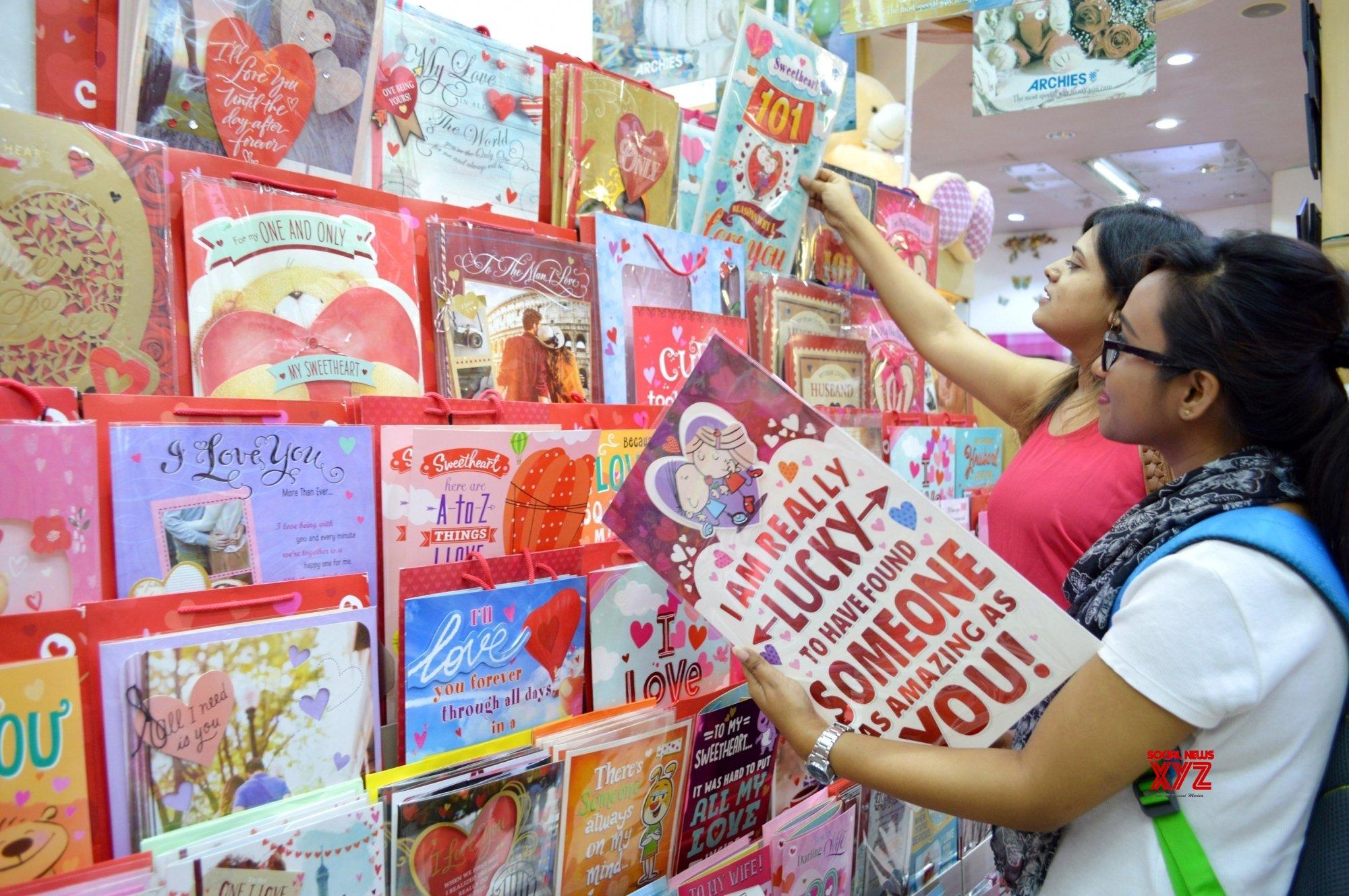 Bengaluru: Valentine's Day shopping #Gallery