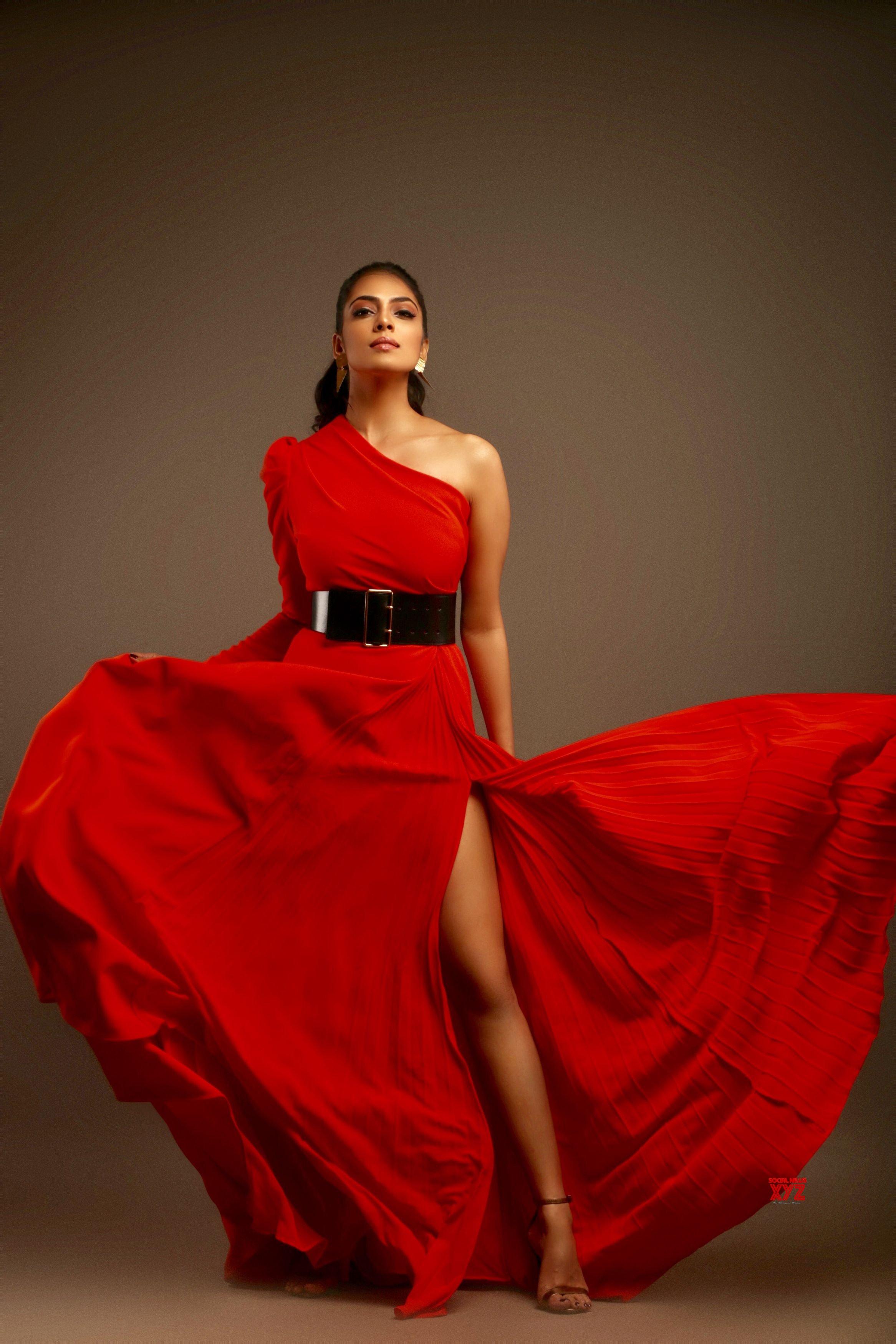 Actress Malavika Mohanan HD Stills From Filmfare Glamour Style Awards
