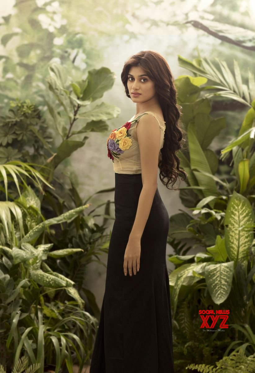 Actress Oviya Photo Shoot Hot Stills