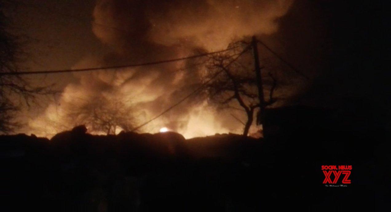 Fire engulfs 250 shanties in Delhi