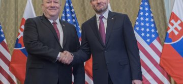 (190212) -- BRATISLAVA, Feb. 12, 2019 (Xinhua) -- Slovak Prime Minister Peter Pellegrini (R) shakes hands with U.S. Secretary of State Mike Pompeo during their meeting in Bratislava, capital of Slovakia, on Feb. 12, 2019. (Xinhua/TASR/Michal Svitok)