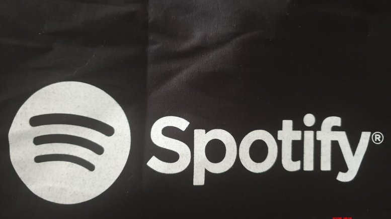 iPhone users may soon tell Siri to play Spotify: Report