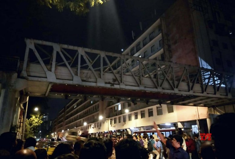 Mumbai footbridge toll rises to 5, 30 hurt