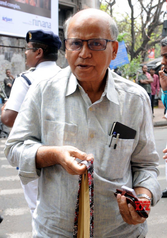 Kolkata: CPI - M's Robin Deb meets Deputy Election Commissioner #Gallery