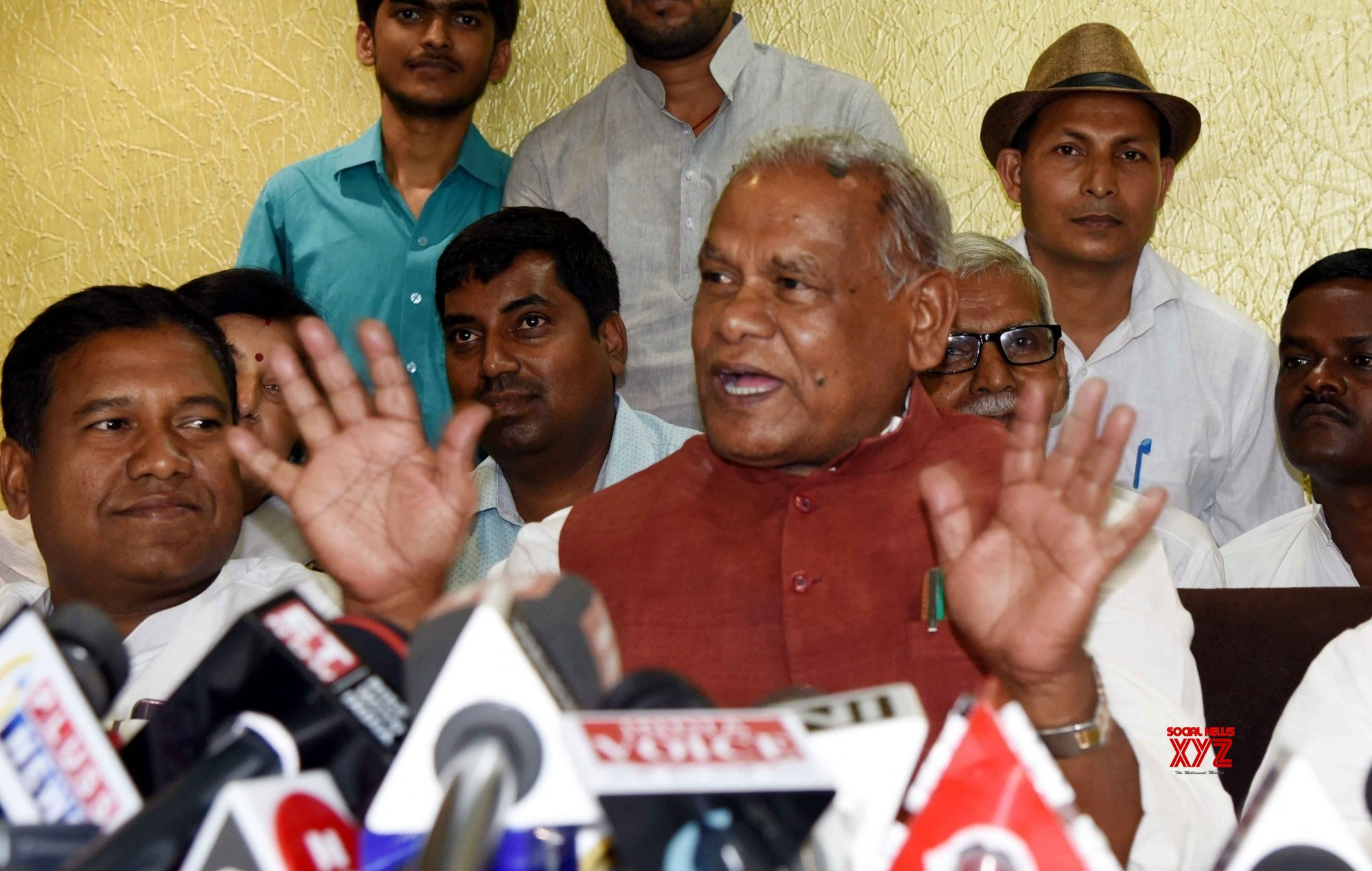 Patna: Jitan Ram Manjhi's press conference #Gallery