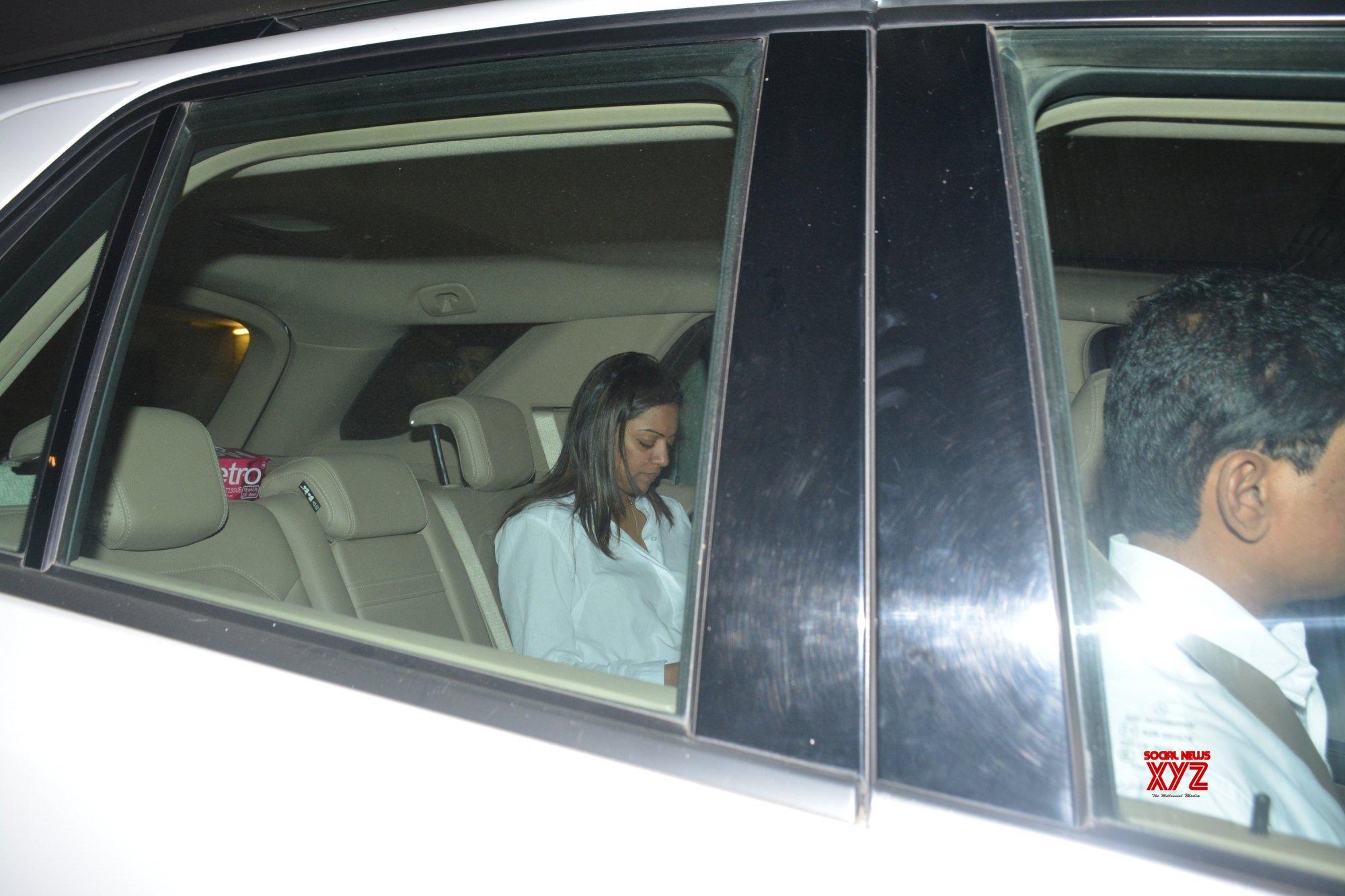 Mumbai: Aarti Shetty, Pooja Shetty, Sidharth Malhotra seen outside Karan Johar's house #Gallery