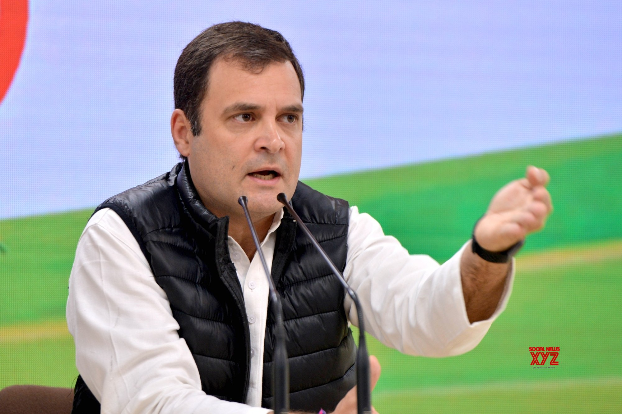 Modi washing feet of workers a 'made for media' event: Rahul