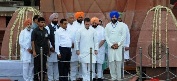 Amritsar: Punjab Chief Minister Captain Amarinder Singh, state cabinet minister Navjot Singh Sidhu, Congress President Rahul Gandhi and state Congress president Sunil Jakhar pay tributes to the martyrs of 1919 Jallianwala Bagh massacre on the 100th anniversary of the massacre, in Amritsar on April 13, 2019. (Photo: IANS)