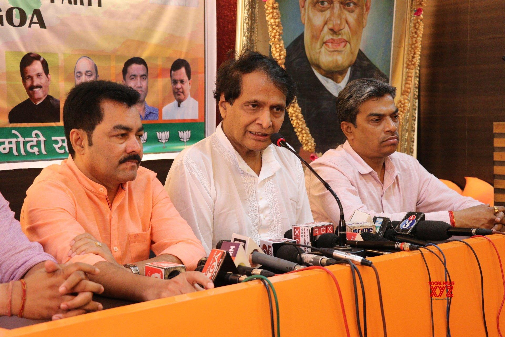 Panaji: Suresh Prabhu's press conference #Gallery