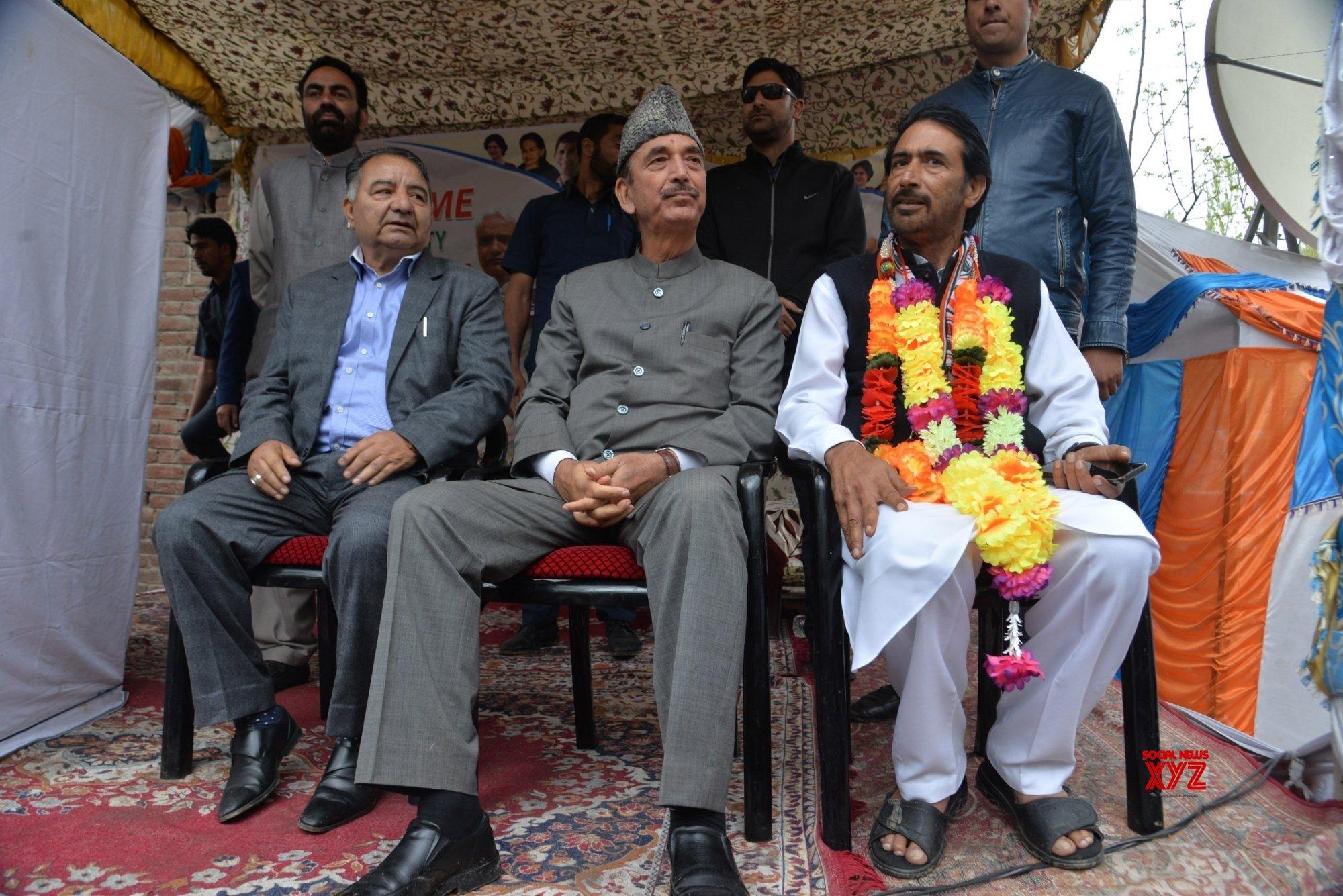 Anantnag (J&K): Ghulam Nabi Azad, G. A. Mir during a public rally #Gallery