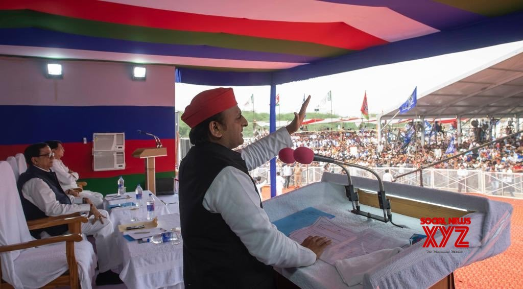 Kannauj (UP): Akhilesh Yadav, Ajit Singh at a public rally #Gallery