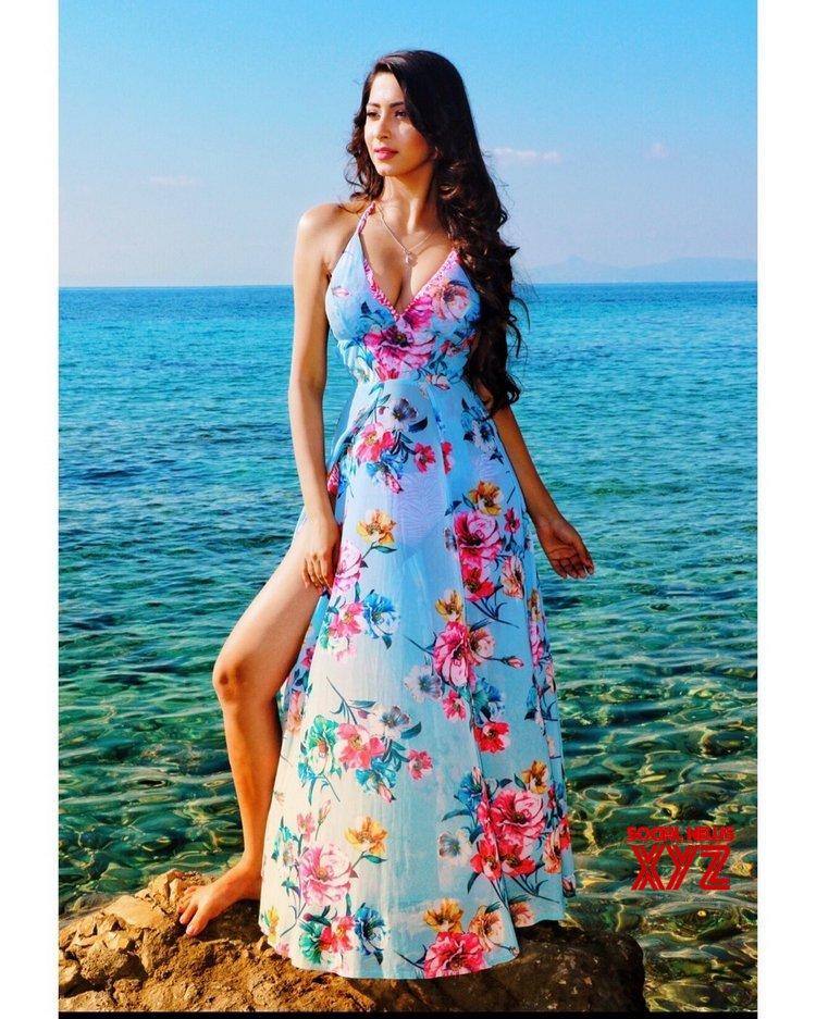 Actress Eshanya Maheshwari Glam Photo Shoot Stils