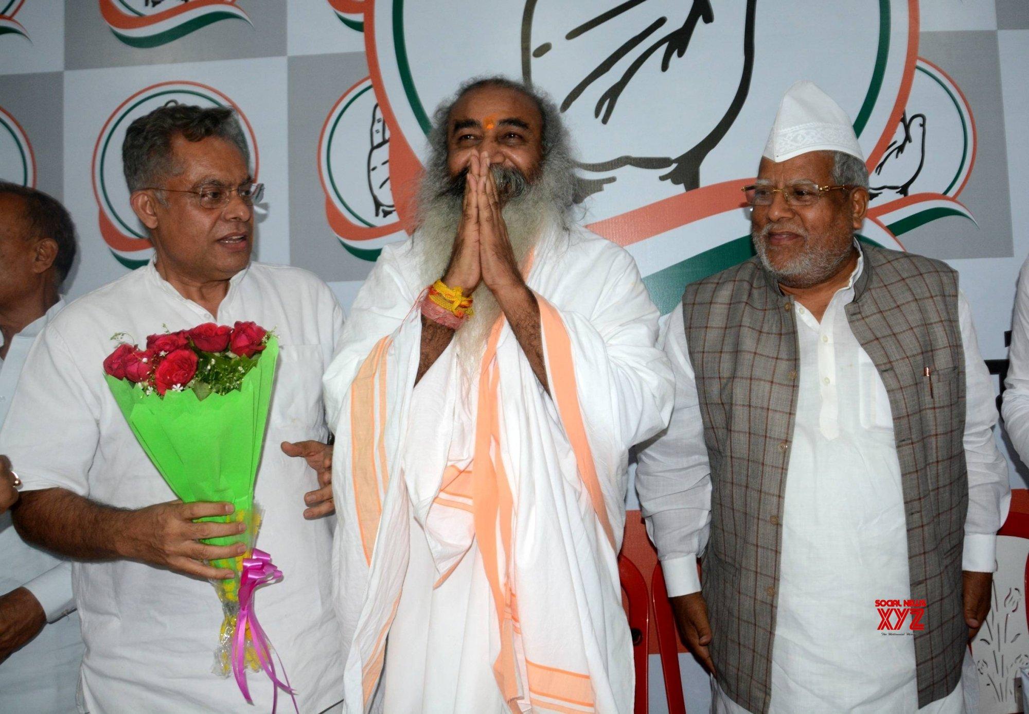Lucknow: Acharya Pramod Krishnam at Congress office #Gallery