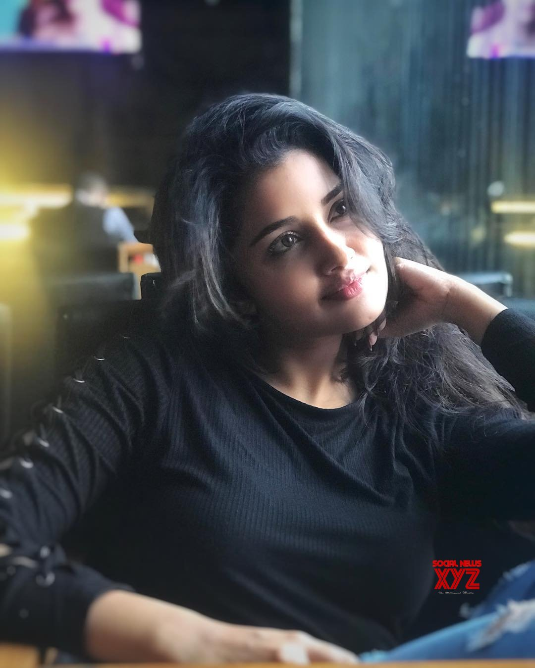 Actress Anupama Parameswaran Day Dreaming Stills