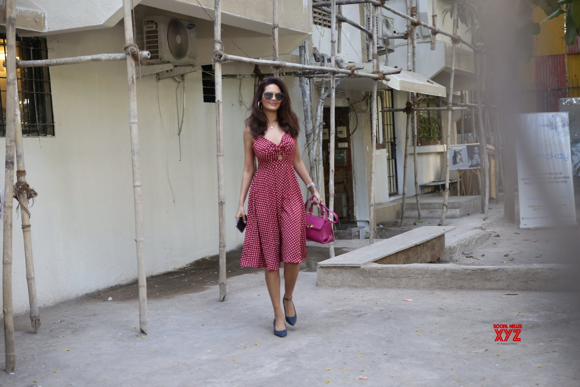 Mumbai: Esha Gupta seen at Juhu #Gallery