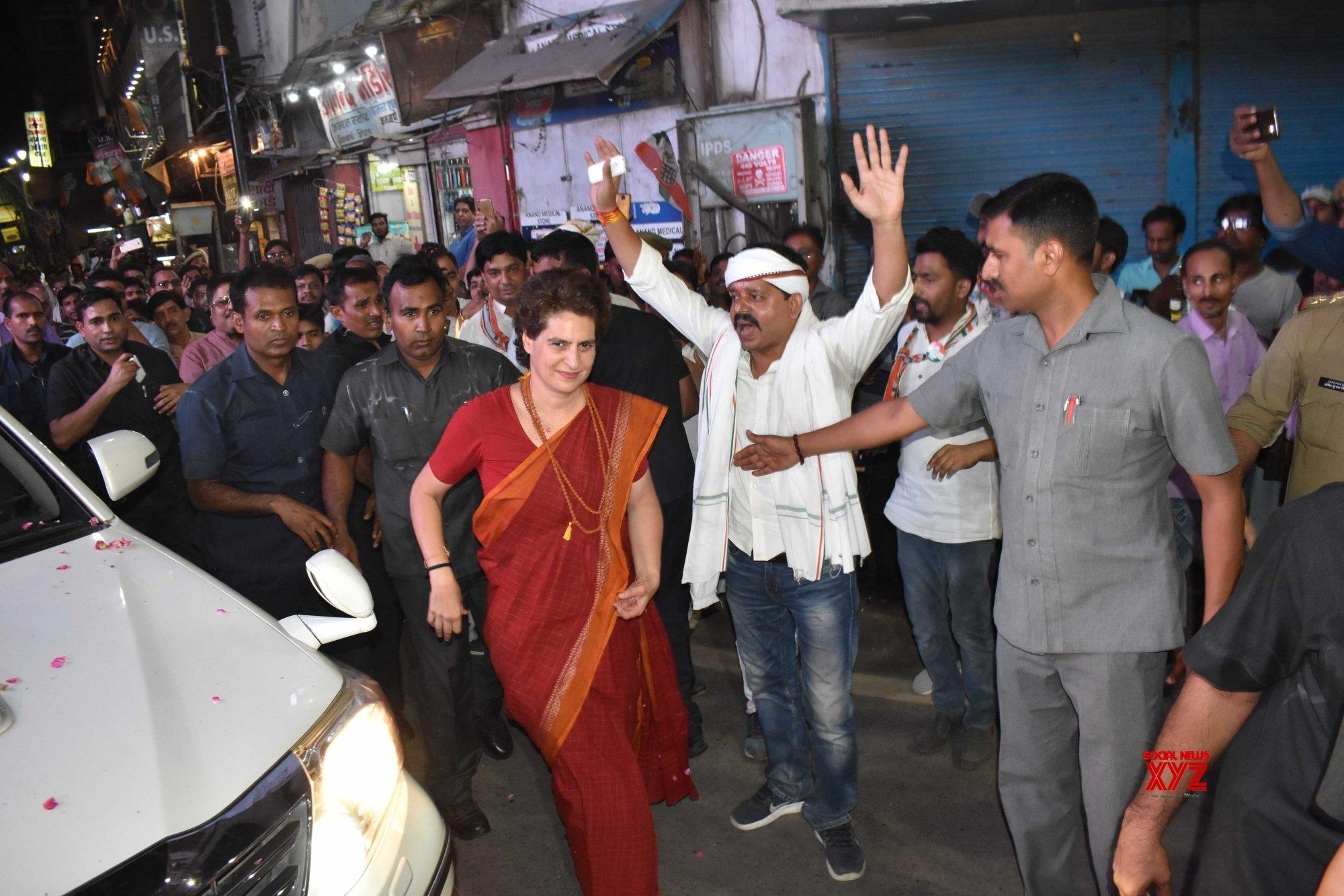 Varanasi: Priyanka Gandhi visits Kashi Vishwanath Temple #Gallery