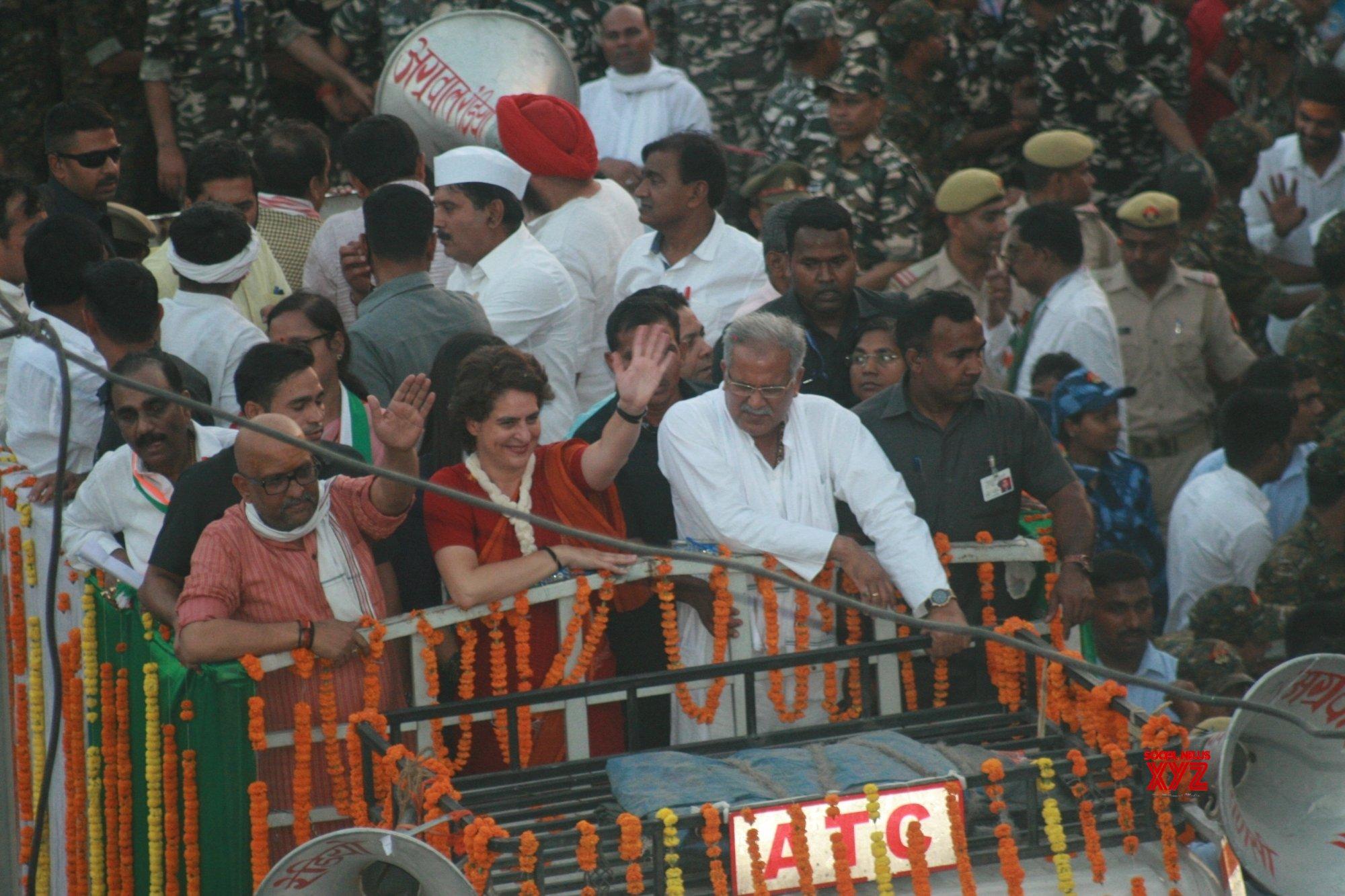 Varanasi: Priyanka Gandhi's road show #Gallery