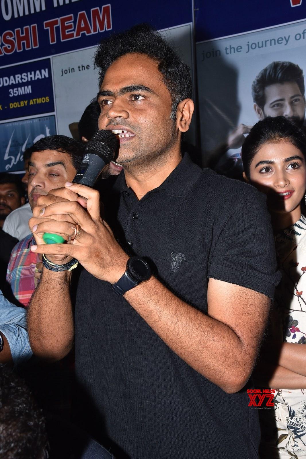 Mahesh Babu Visits To Sudarshan 35 MM With Maharshi Movie Team Gallery Set 3