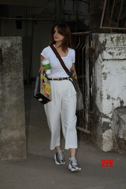 Mumbai: Sussanne Khan seen at Versova #Gallery