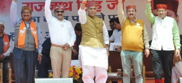 Kullu: Union Minister Rajnath Singh accompanied by BJP leaders Maheshwar Singh, Govind Thakur and others, wave to crowd during a public rally in Himachal Pradesh's Kullu, on May 16, 2019. (Photo: IANS)