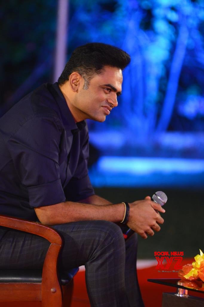Mahesh Babu And Vamsi Paidipally Interacting With Students And Faculty Of HPS Begumpet
