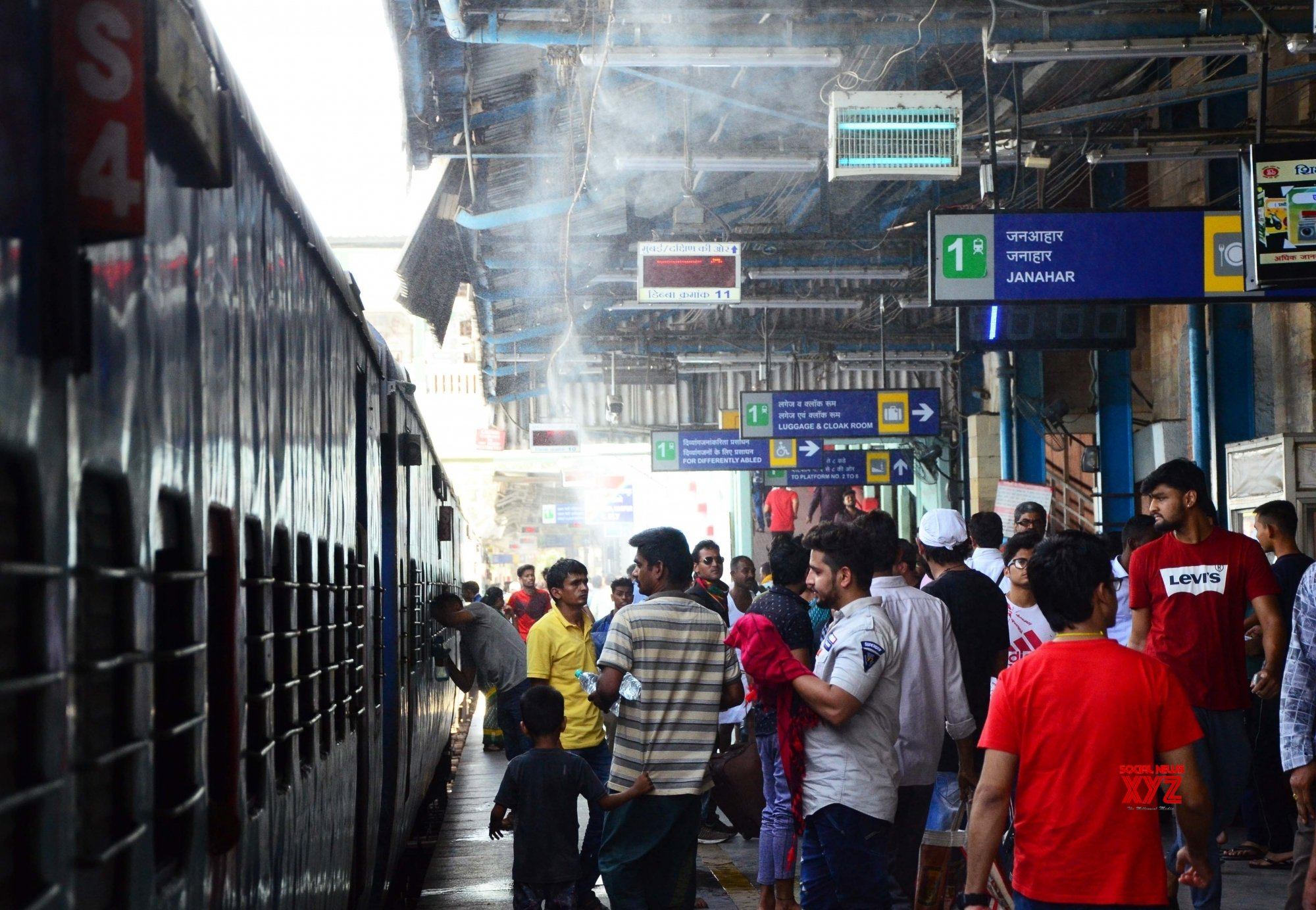 Nagpur: Mist system at Nagpur railway station to beat the heat #Gallery