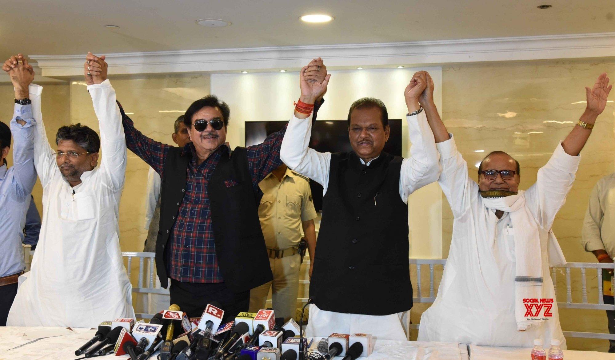 Patna: Shatrughan Sinha's press conference #Gallery