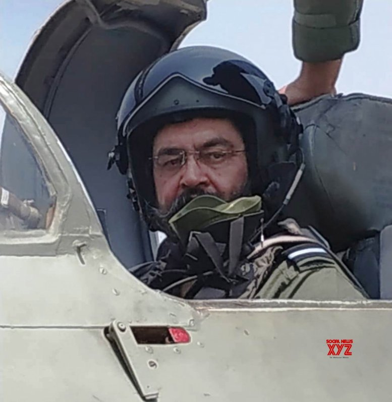 IAF chief files MiG-21 on visit to Sulur