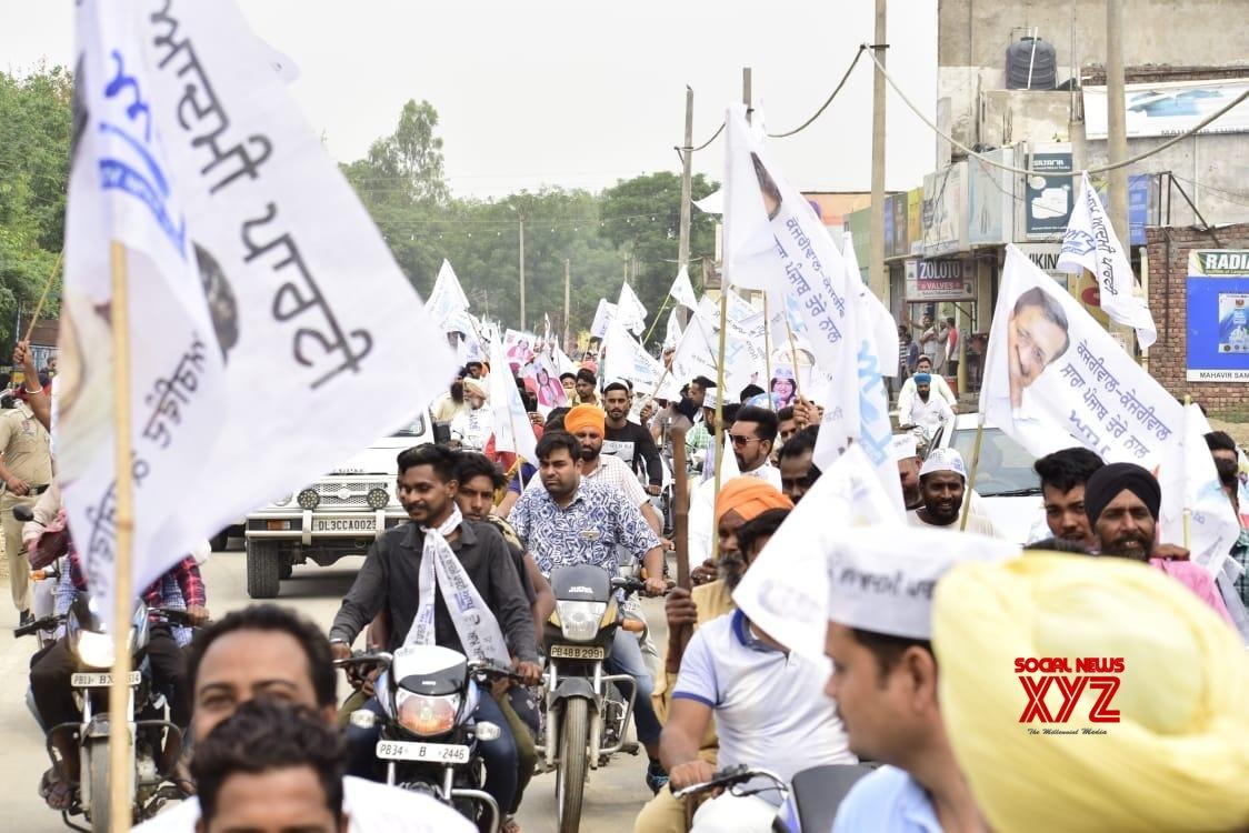 Patiala(Punjab): 2019 LS polls: Arvind Kejriwal campaigns for AAP's Neena Mittal #Gallery