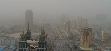 (170504) -- HOHHOT, May 4, 2017 (Xinhua) -- Photo taken on May 4, 2017 shows buildings blanketed in dust storm in Hohhot, north China's Inner Mongolia Autonomous Region. Since Wednesday, the country's northern areas have witnessed severe sandstorms, affecting more than 10 provincial-level regions and covering an area of 1.63 million square kilometers. The sandstorms have resulted in serious air pollution and the national weather observatory issued an alert on Thursday in response to the sandstorm, which was forecasted to linger into Saturday. (Xinhua/Deng Hua) (wyl)