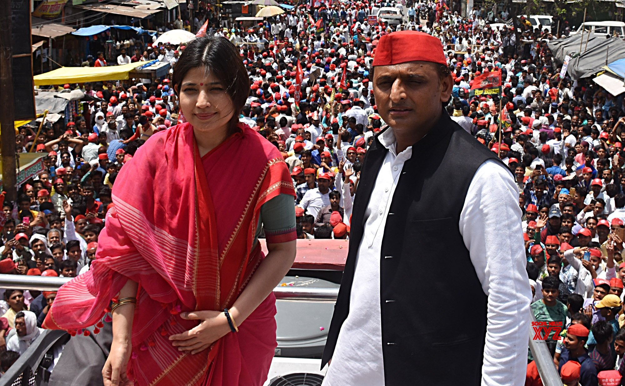 Dimple wishes Akhilesh on birthday, asks SP men to keep it simple