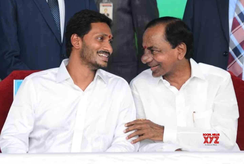 Jagan gets special invitation from KCR