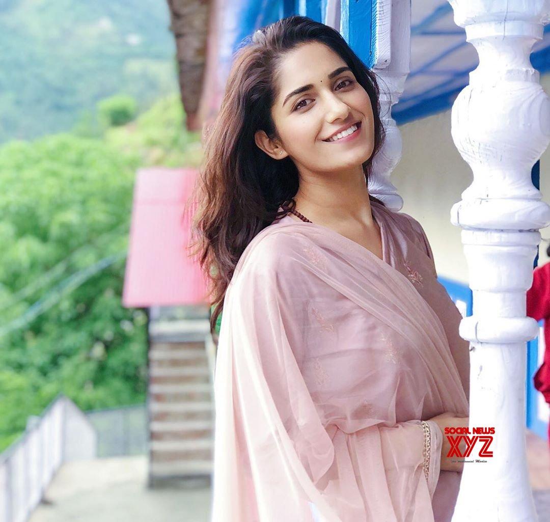 Actress Ruhani Sharma Latest Hot And Bold Stills - Social