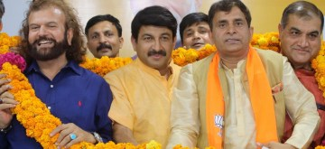 New Delhi: Former AAP leader Vijender Yadav joins BJP in the presence of Delhi party President Manoj Tiwari and the party's newly elected MP from North West Delhi, Hans Raj Hans at the BJP headquarters in New Delhi on June 11, 2019. (Photo: IANS)