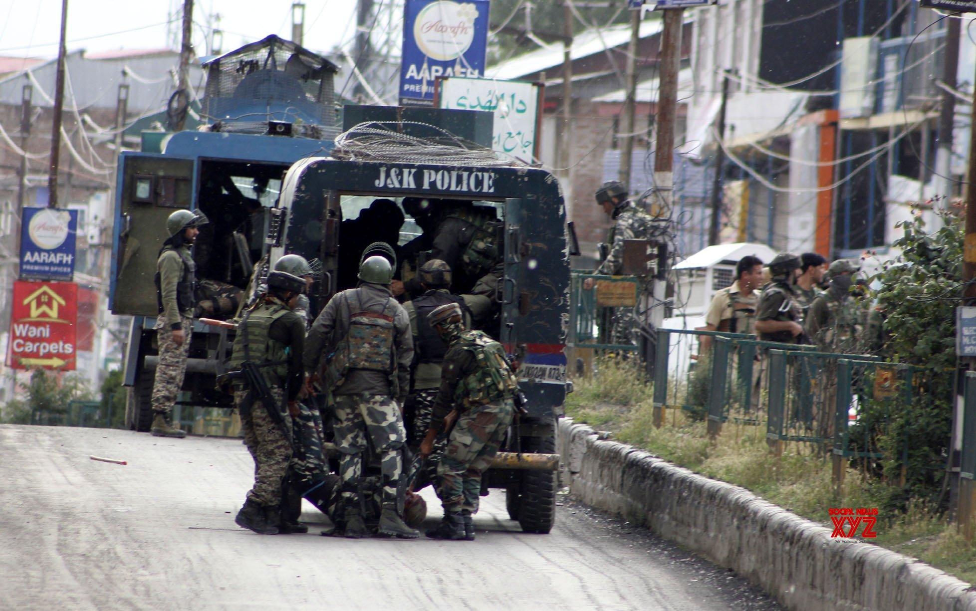 Anantnag: CRPF trooper killed, 6 injured in Anantnag militant attack #Gallery