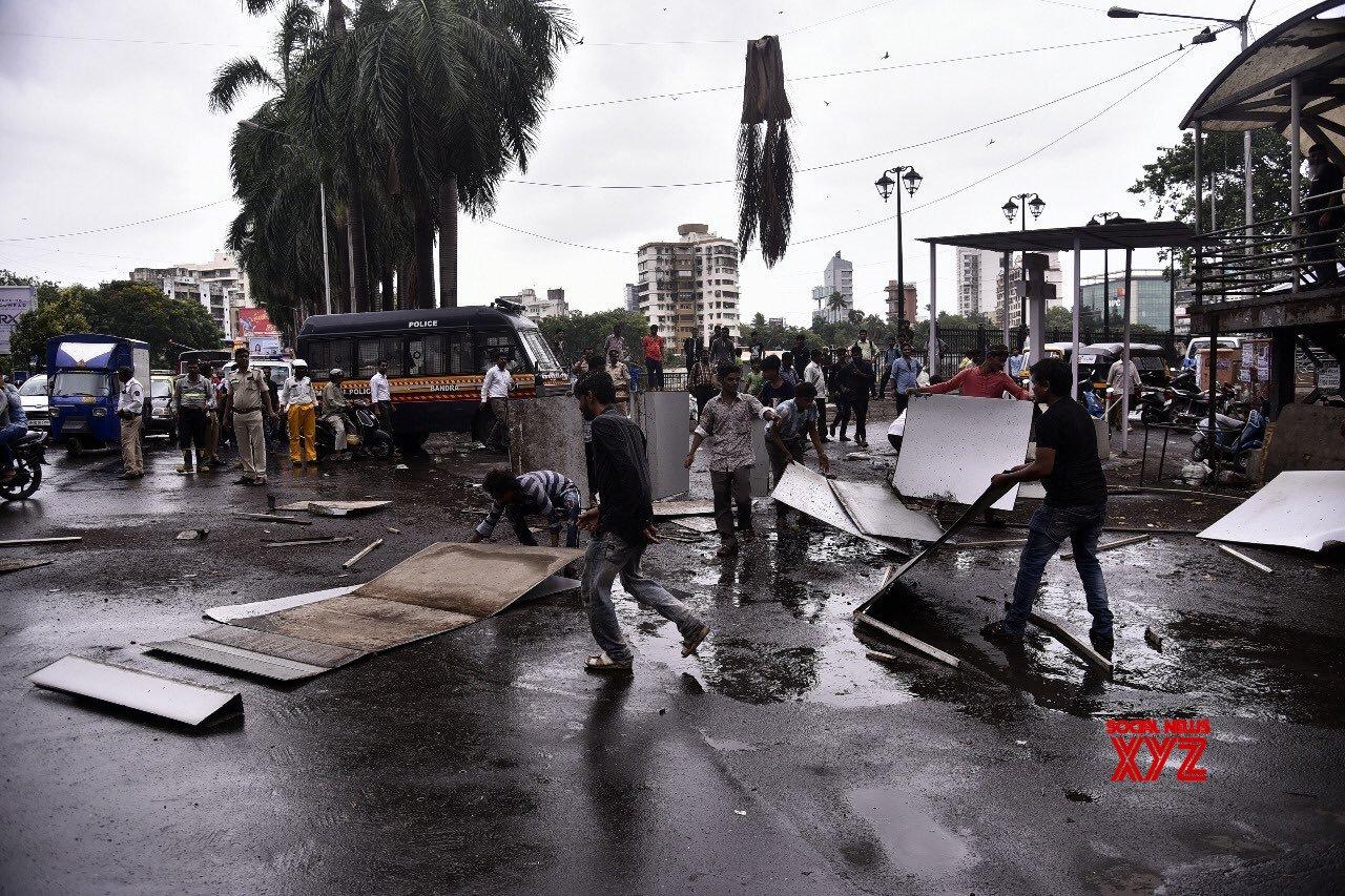 Hoardings crash in Mumbai, kills one