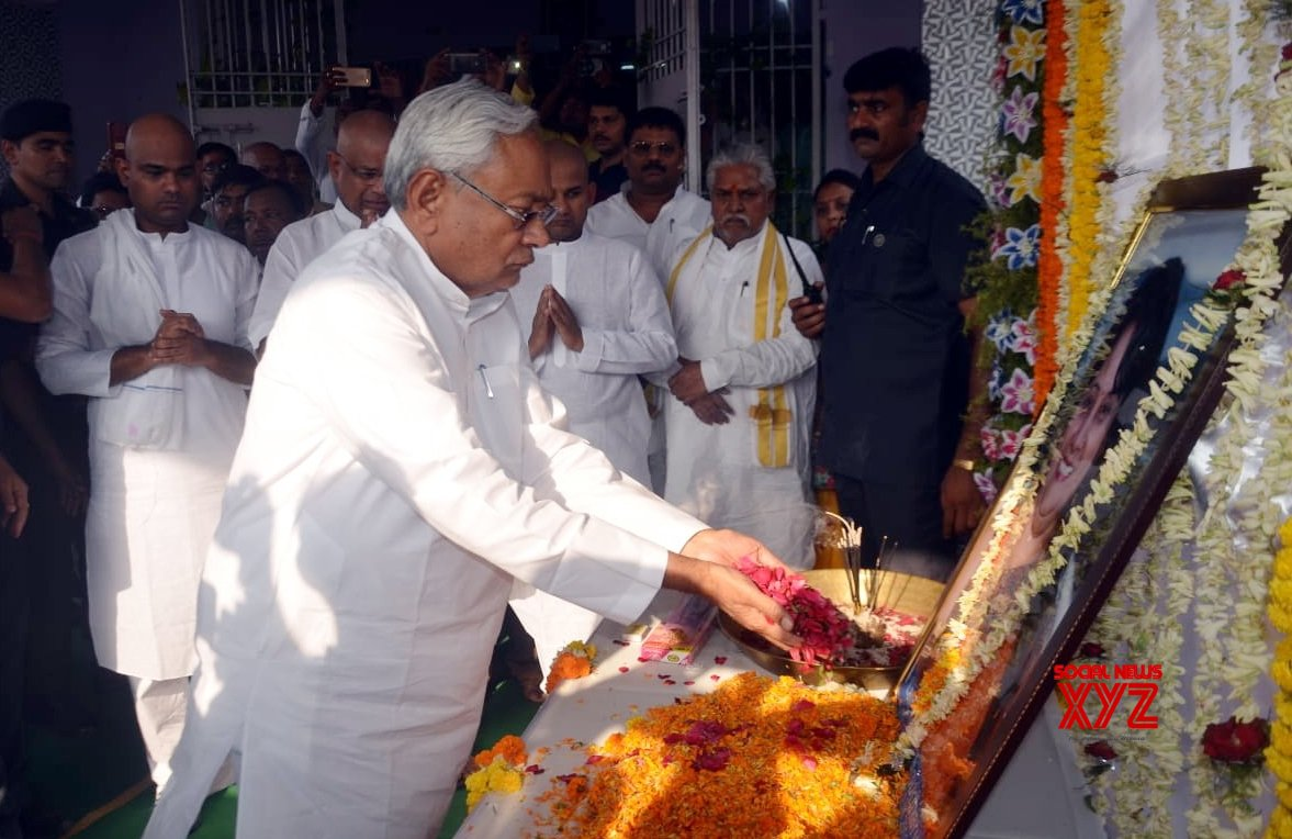 Patna: Nitish Kumar pays tributes to JD - U MLA who died in cylinder blast #Gallery