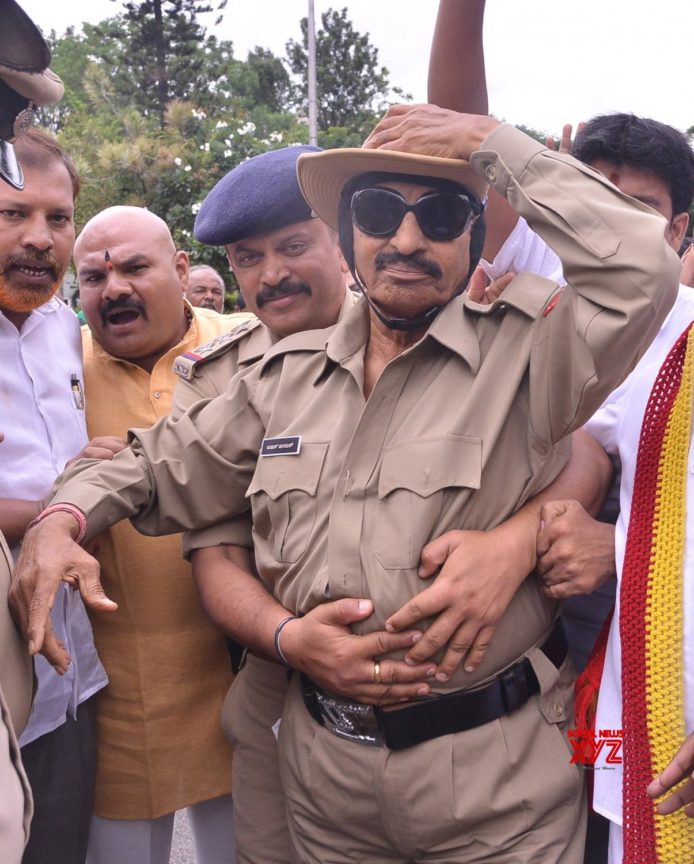 Bengaluru: Pro - Kannada activist Vatal Nagaraj taken into custody for dressing up as a policeman #Gallery
