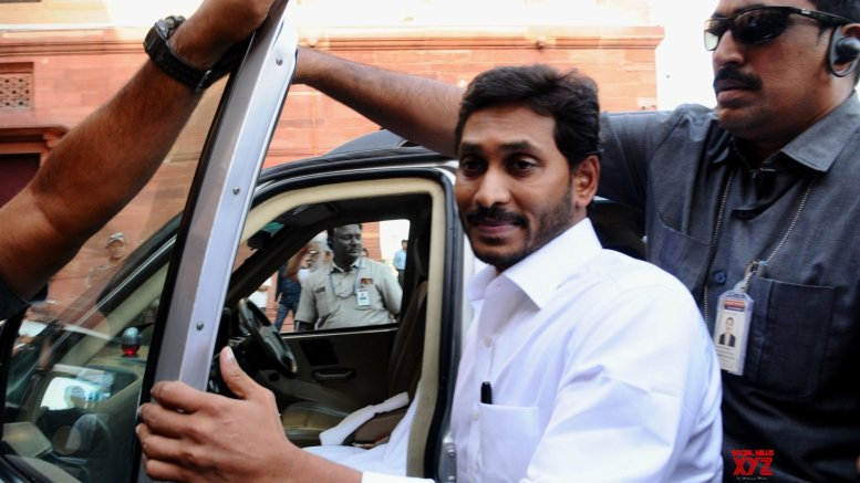 Jagan meets Shah, raises special status for Andhra