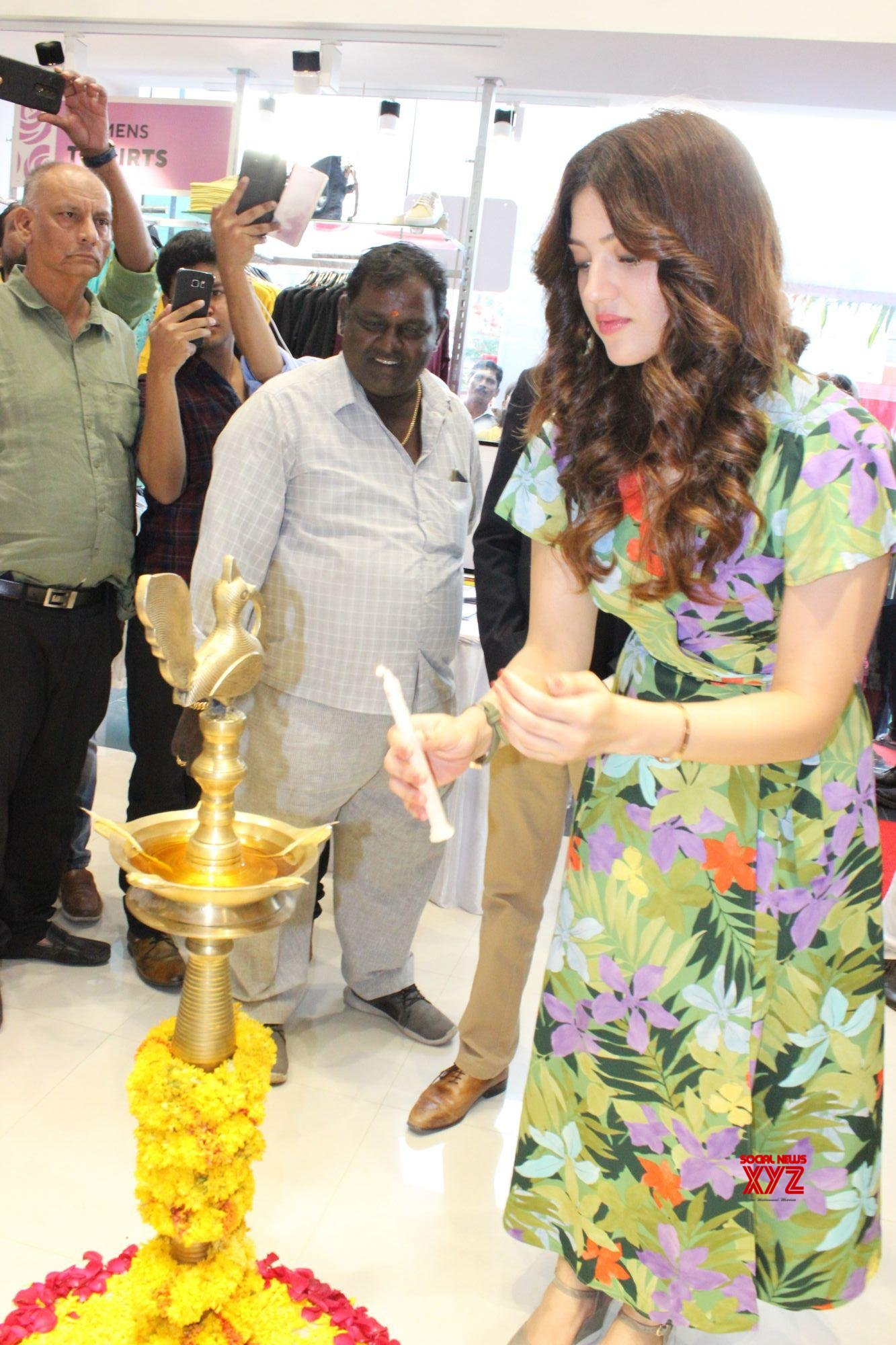 Actress Mehreen Pirzada Launches 13th Store Of EasyBuy In Hyderabad At Trimulgherry Gallery Set 2